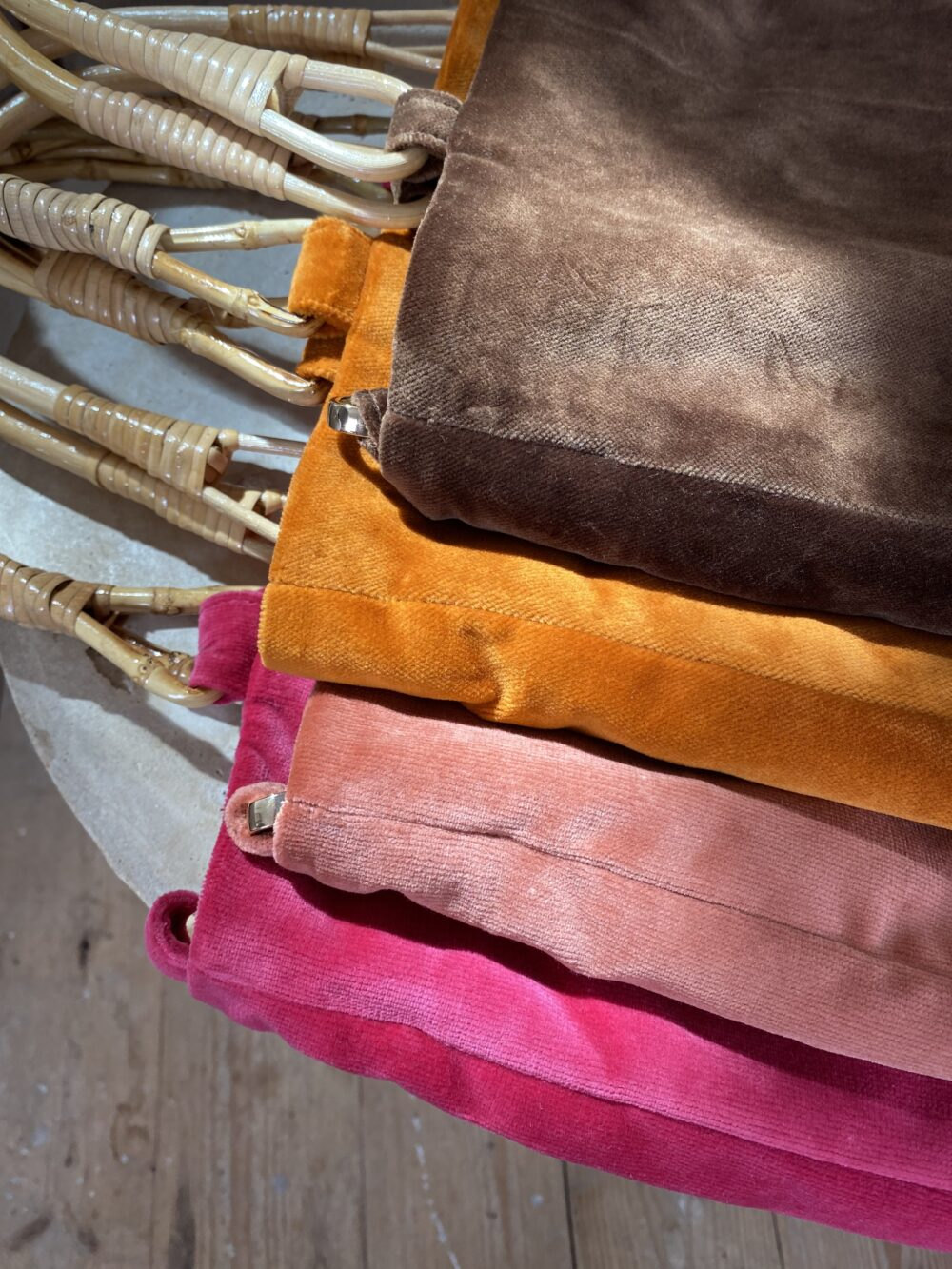 The-bamboo-hand-bag-rose-hotel-novembreatelier